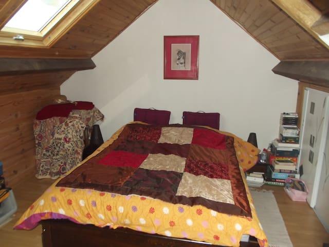 chambre sous les toits - Châteaubourg - Hus