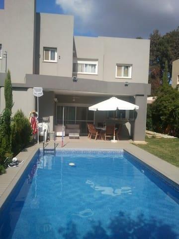 Modern Villa with Swimming Pool - Tel Mond - Ev