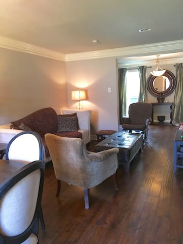 Beautiful Spacious Clean Home with 8 Beds! - Terrytown