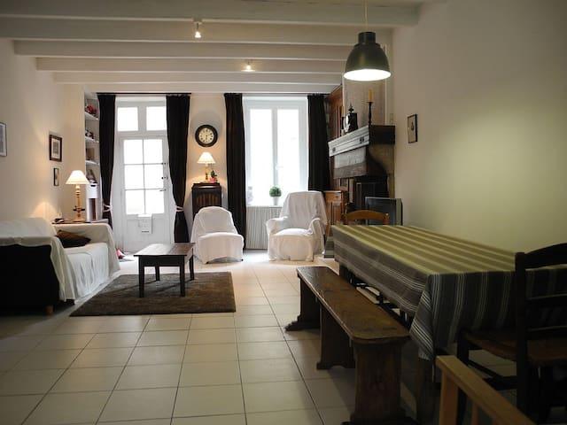 Maison typique entièrement restaurée sur le Port - Barfleur - Casa