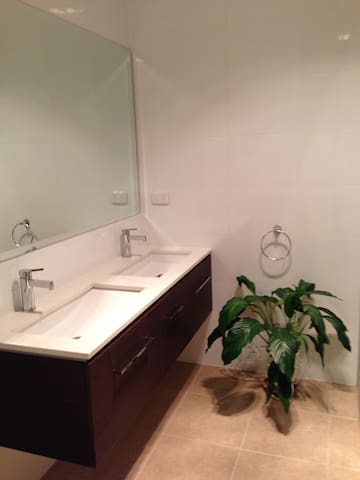 Cheap and luxury stay - West Footscray - Huis