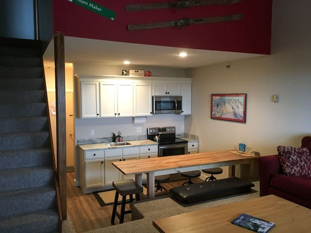 Ski-In/Ski-Out Sunday River Condo - Newry - Appartement