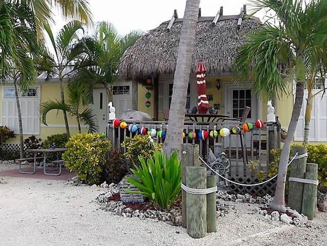 Sunshine Cabana and the Happy Tiki - Big Pine Key - Kulübe