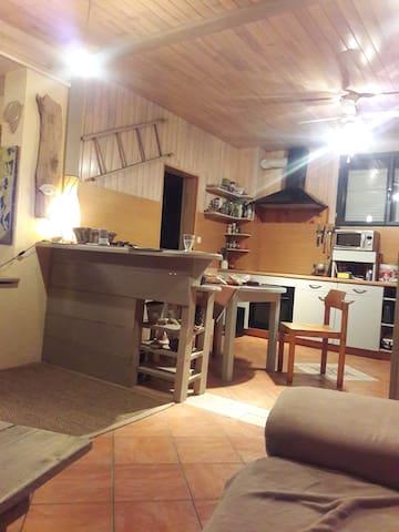 Chambre dans maison de campagne. - Chartèves - Casa