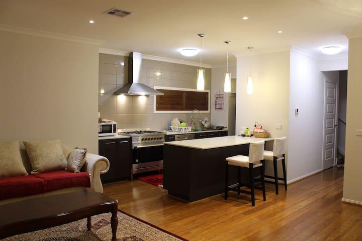 Room in quite area 25min from CBD - Plumpton - Casa