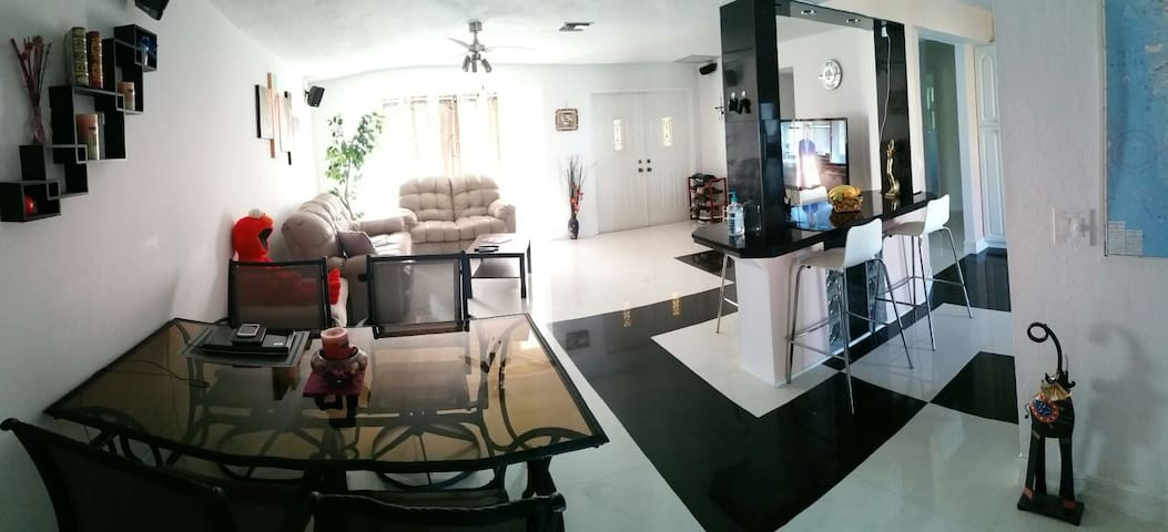 Modern house with pool to call it HOME! - Cape Coral