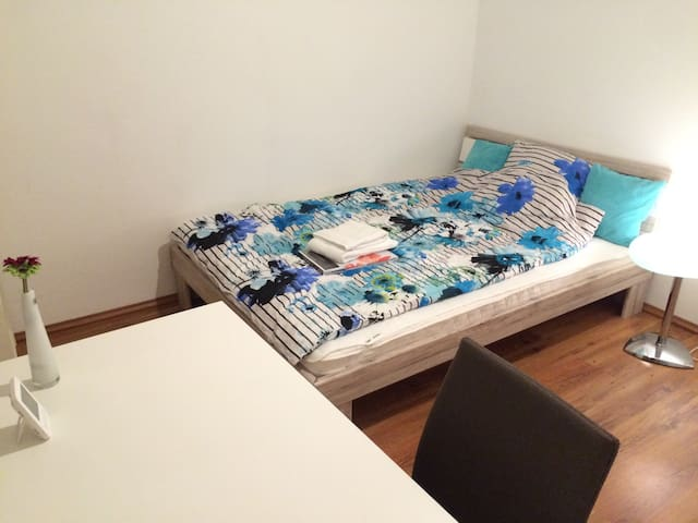 Beautiful room near Heidelberg - Eppelheim - Huoneisto