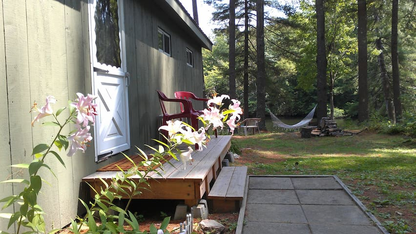 Peaceful Waters Edge Camp - Monmouth - Ev