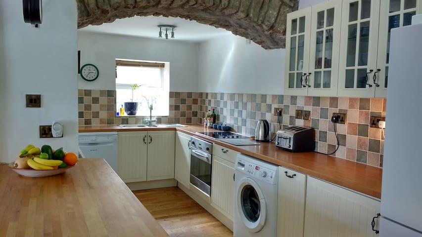 Beautiful, bright garden apartment. - Clevedon