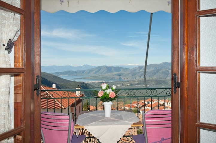 Hilltop Penthouse Condo with Breath-Taking Views!! - Delfi - Квартира