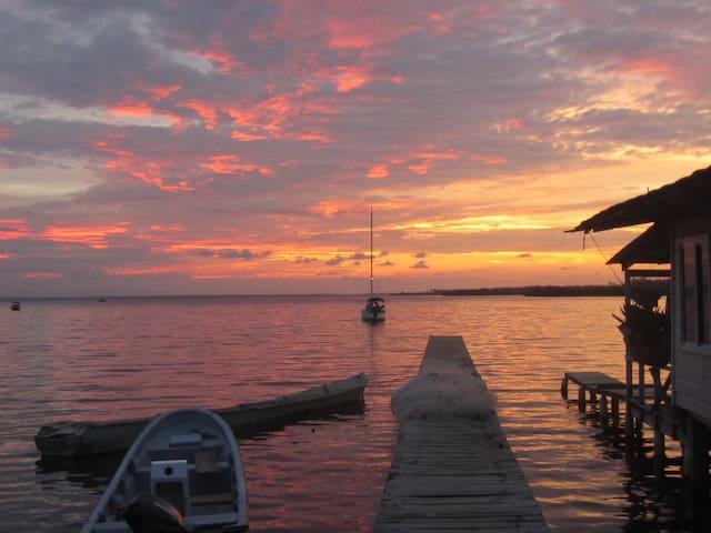 La Casa Dolores on the Pier, 2 bedroom house. - Bocas del Toro Province - Hus
