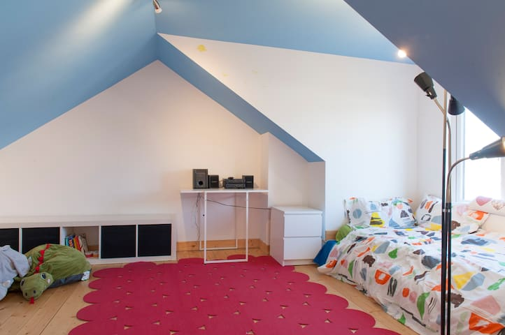 A comfortable converted attic - Raheny - Bed & Breakfast