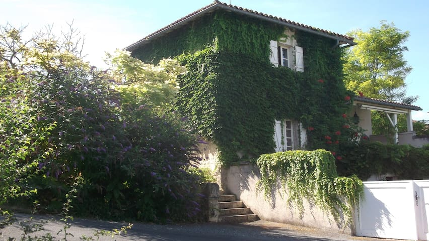 Le Forge - Brel - Lusignac - Bed & Breakfast