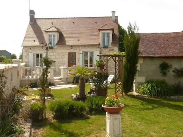 Aux Jardin's de la Bosnière - Cussay - Casa