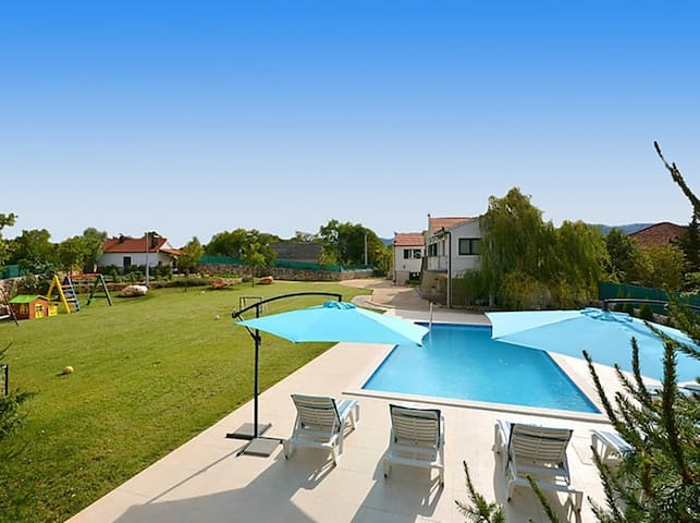 Exclusive, Elegant and Delightful Pool Property - Trilj Trilj - Casa