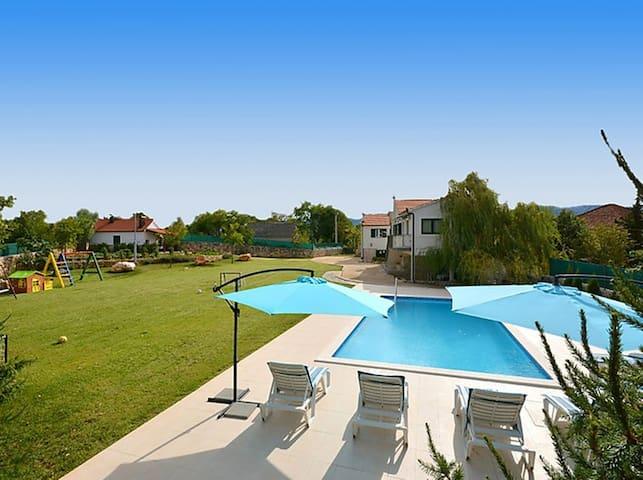 Exclusive, Elegant and Delightful Pool Property - Trilj Trilj - 獨棟