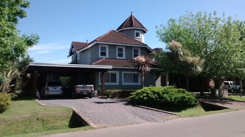 Casa con Piscina en Club de Campo - Francisco Álvarez - Huis
