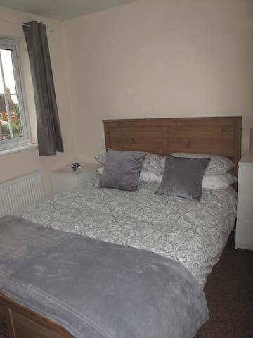 Double En Suite Bedroom - Hatfield