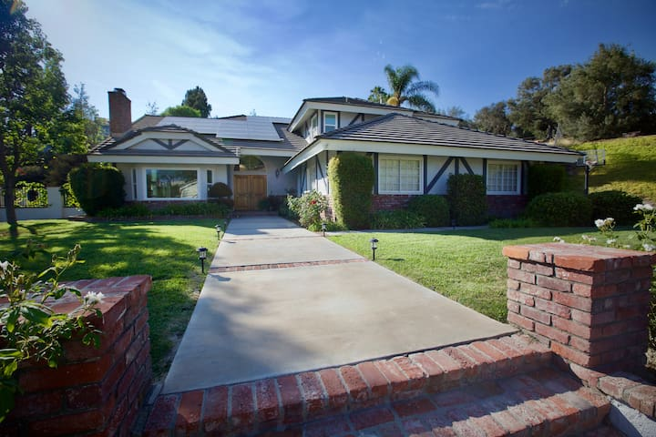 Spacious, Centrally-Located Kid-Friendly Pool Home - La Habra Heights