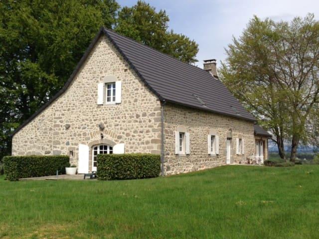 Les Vialles - Saint-Julien-prés-Bort - Huis