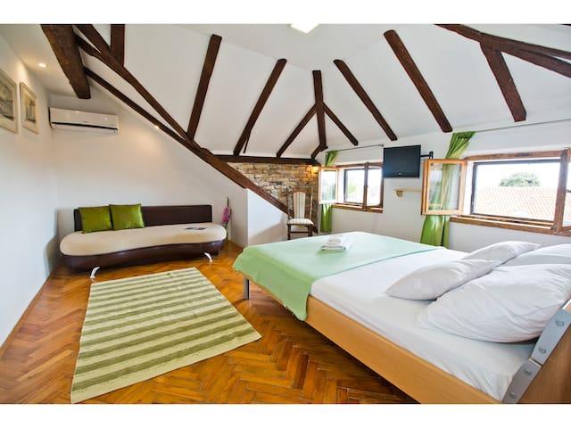 Romantic green loft studio 2+1 - Split