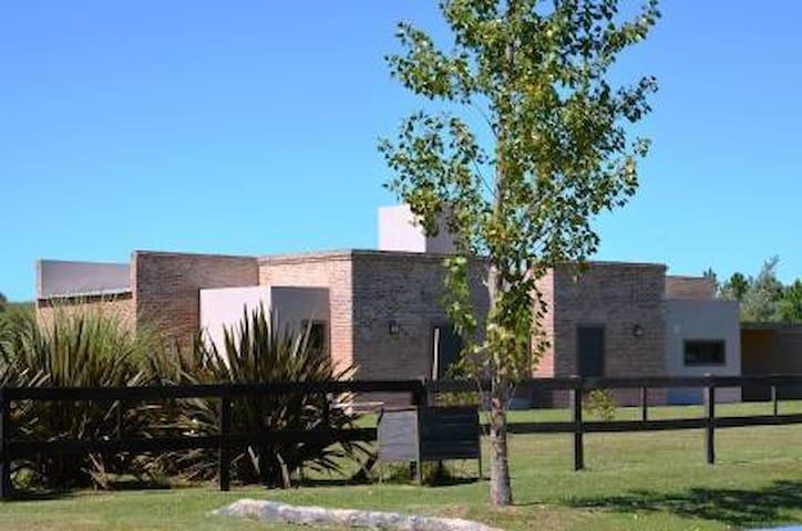 Villa Los Tres Vientos - Capilla del Señor - Villa