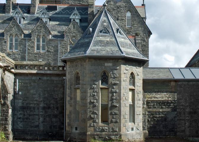Stay in a former ABBEY at Loch Ness - Fort Augustus - アパート