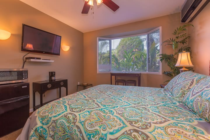Hideaways Studio, Hot Tub, Pool, Wifi. - Princeville