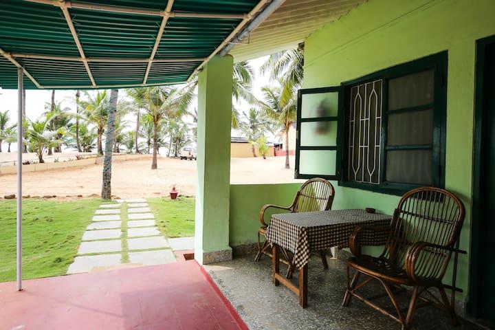C ROQUE RESORT  basic room - Colva Goa  - Bed & Breakfast