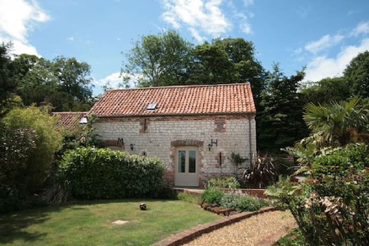 Converted barn in quiet village - Norfolk - Ev