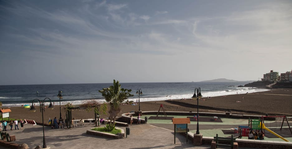 A la orilla de la playa - Taliarte - Daire