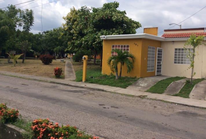 Casita excelente ubicación cerca a Nuevo Vallarta. - Nuevo Vallarta - Casa