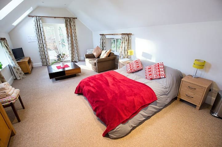 Woodland Retreat | Romantic | Awesome Wildlife - Oxford - Annat