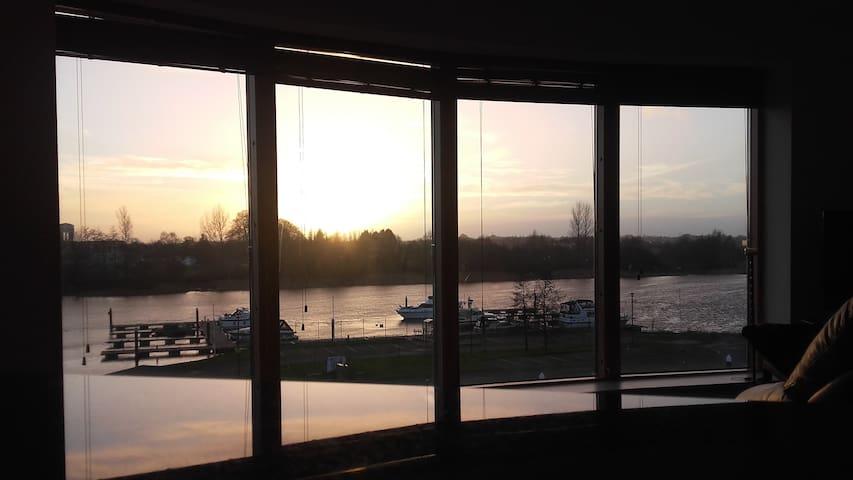Private en suite room (king)  + balcony + views - Athlone - Lägenhet