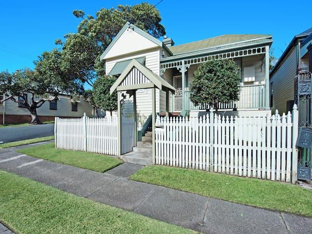 Stallard Cottage, Newcastle - Family/Group Accom - Hamilton - Hus