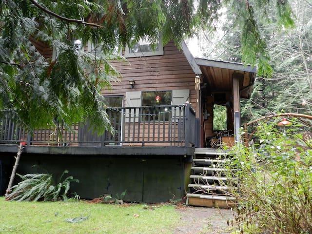 Gabriola cottage & gorgeous garden near ocean - Gabriola