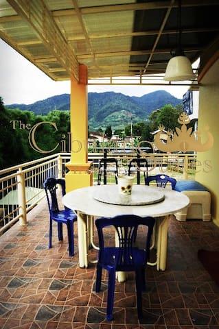 Cibulan Suites Guest House - Cisarua - Bed & Breakfast
