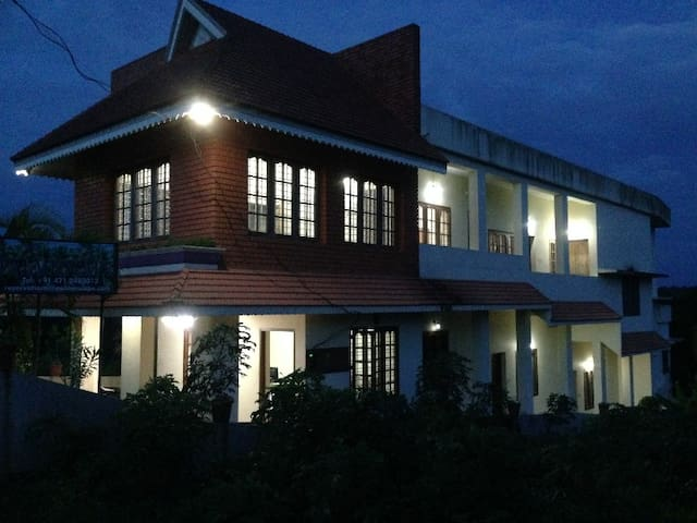 Palm Escape Resort - Large Rooms (2 Available) - Kovalam - Hospedaria