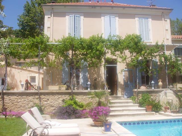 Gite de charme en Provence - Lamanon - Huis