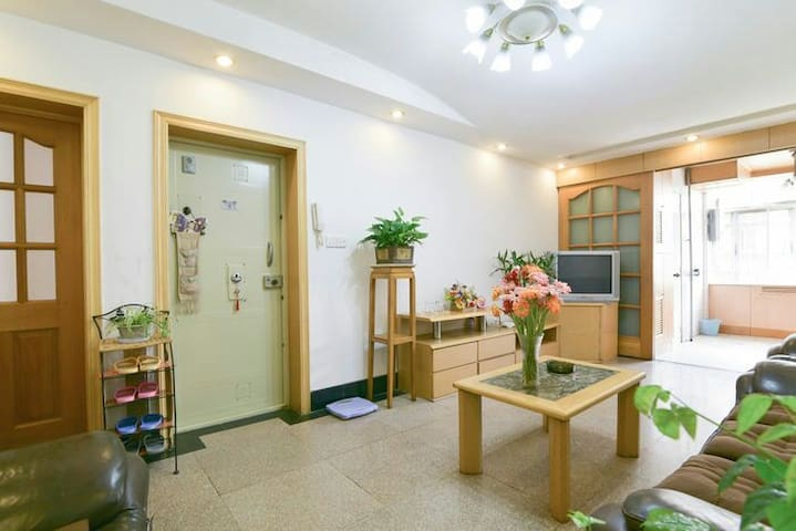 Decent 2BR flat next to Train Station - Kunming - Apartment