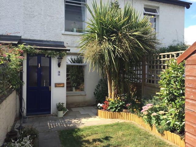 Cosy cottage close to Surbiton station - Surbiton - Casa