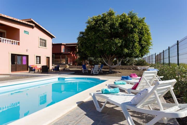 APARTAMENT PRIVATE POOL WIFI - Granadilla - Casa