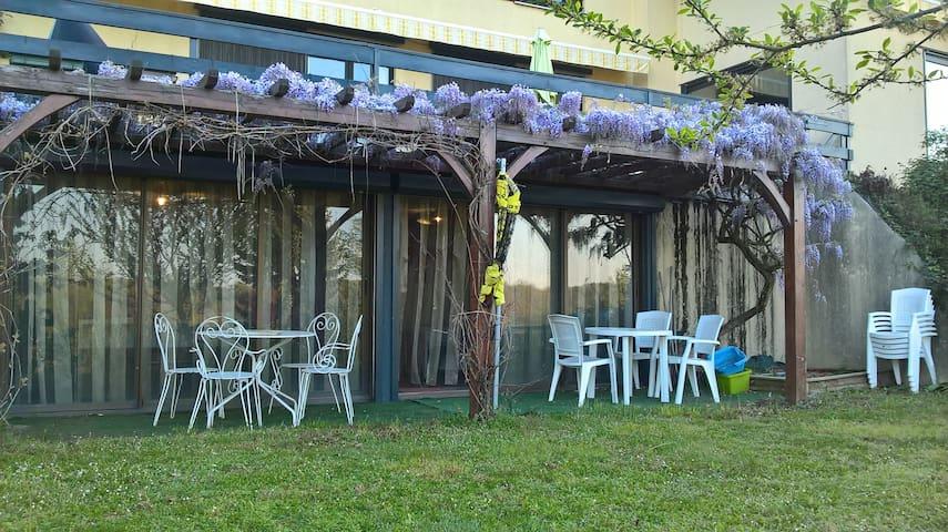 Studio 33 m², rez-jardin, piscine, cuisine/SdB, WC - La Tour-de-Salvagny - Leilighet