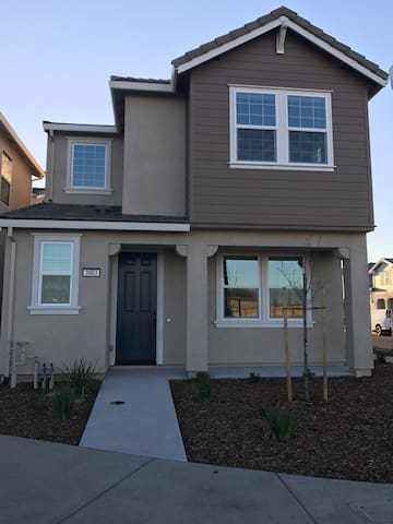 3 Private rooms 10 min from airport - Sacramento - Hus