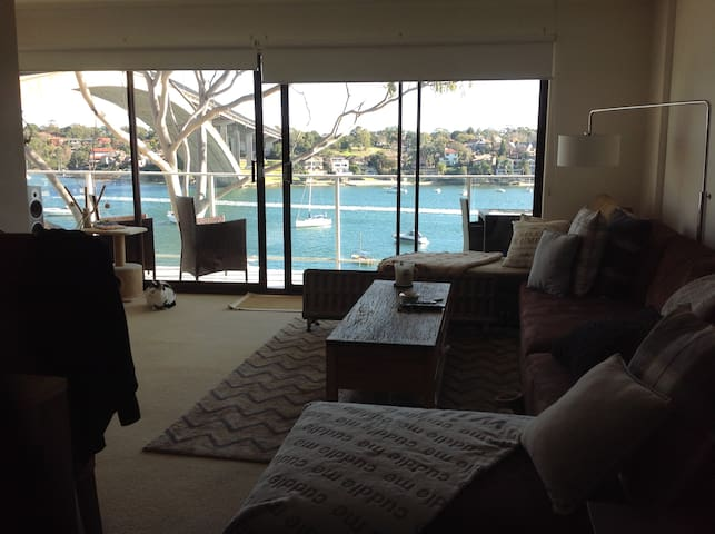 Room Stunning Waterfront Apartment - Drummoyne - Huoneisto