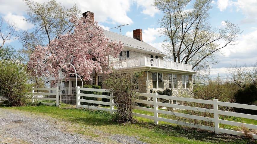 Stone House Mansion (1757) - Van Metre Room - Kearneysville - Ev