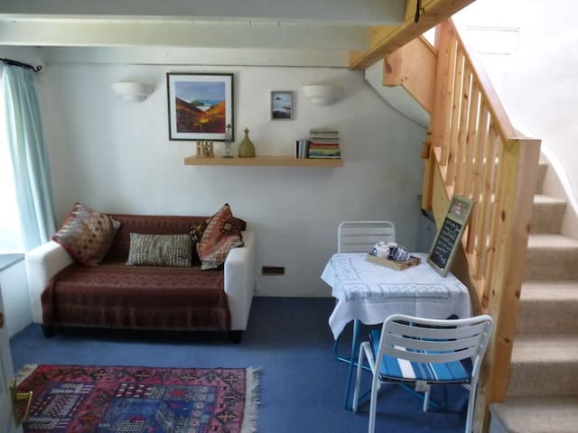 Cosy apartment by the sea for B&B or self-catering - Newlyn