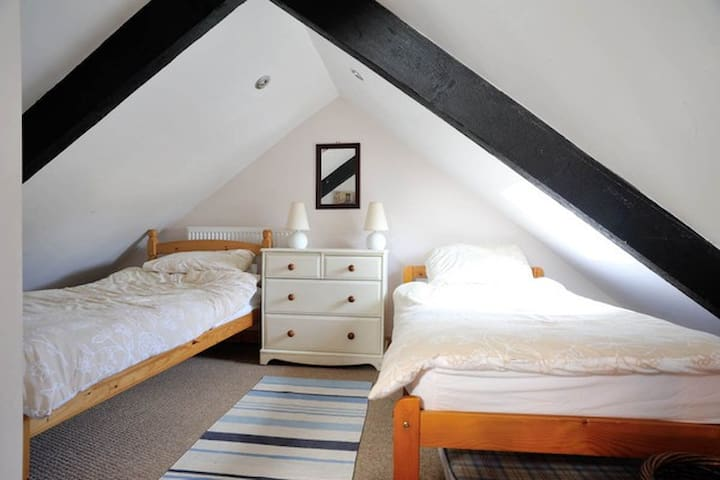 Self catering cottage with sea views - Little Haven - Casa