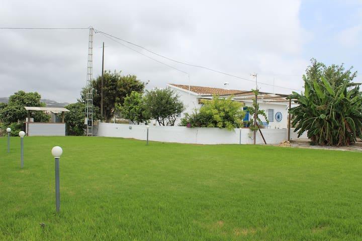 CASA RURAL EN PRIMERA LINEA DE PLAYA - Almayate - Huis