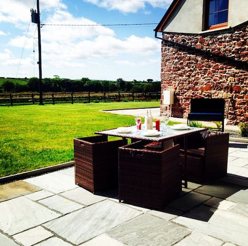 Luxury barn conversion in the Welsh countryside - Nantycaws - Cabaña